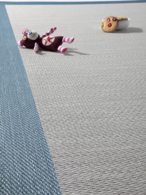 peluche caido sobre alfombra de vinilo coleccion keplan kp