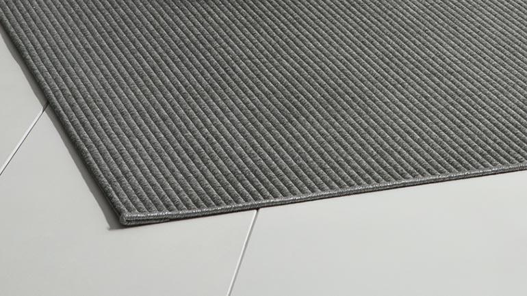 inspirado en las jarapas este acabado dar un toque diferente a tus alfombras a medida consiste en un doblez en la cabecera de la alfombra y