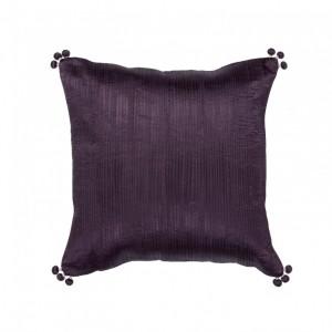 Cojín falbala vivaraise violeta brillo 45x45 acabado con pompones en los extremos. Cojín sobre fondo blanco. 940x940