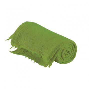 plaid leto vivaraise lana virgen color verde. Plaid sobre fondo blanco.