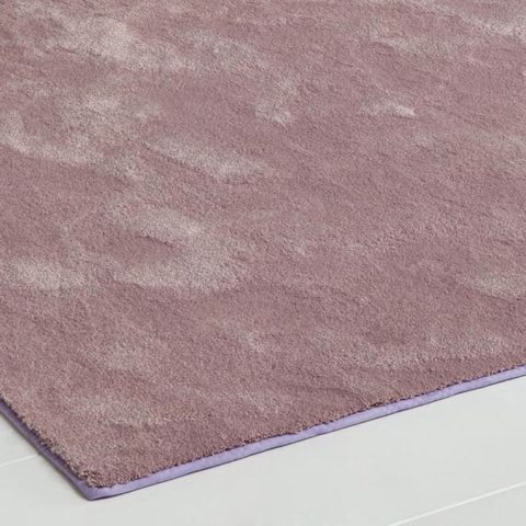 detalle ampliado de alfombra super suave peluxe mate color rosa de kp alfombras a medida