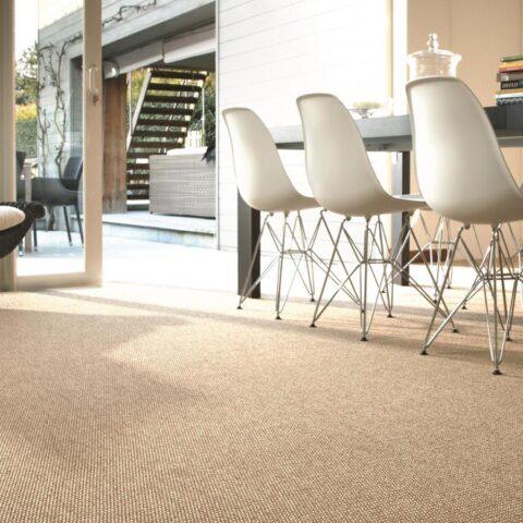 habitación enmoquetada con alfombra de exterior alfresko kp alfombras a medida