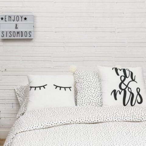 Ambiente con cama vestida con funda nórdica Sisomdos gotas