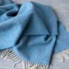 manta de lana grazalema color azul con flecos