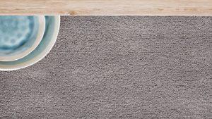 detalle de alfombra de pelo largo i love it gris kp alfombras a medida