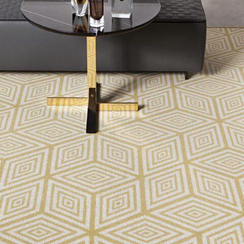 alfombras de diseño kp de lana geométrika con cubos amarillos