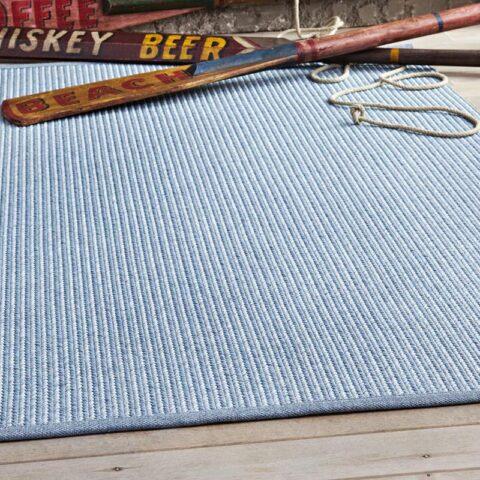 alfombras de exterior spart one kp alfombras a medida con unos skies retro encima