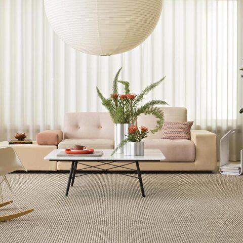 Salón con alfombra de sisal y lana ninkasi de kp alfombras a medida