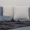 Ambiente con cama vestida con funda nórdica Sisomdos basic blue