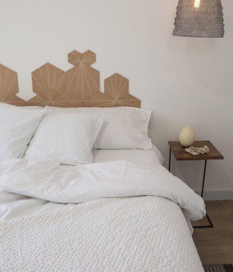 ambiente con cama vestida con funda nórdica sisomdos basic white