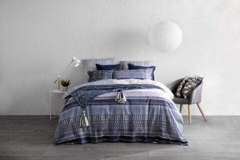 Ambiente con cama vestida con funda nórdica Kas Australia freddy