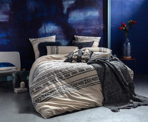 Ambiente con cama vestida con funda nórdica Kas Australia vitta