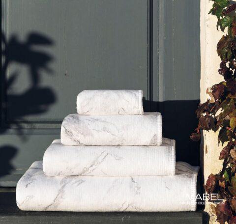 Juego de toallas graccioza dobladas al exterior