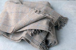 Manta de lana grazalema cuadro ingles azul