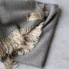 Manta de lana grazalema en color gris