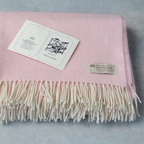 Manta de lana grazalema rosa con flecos