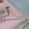 Manta de lana grazalema color rosa
