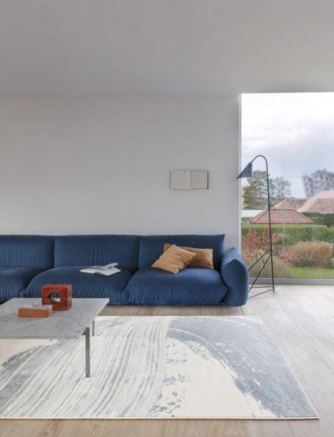 Salón con alfombra osta bloom 466128. AK510