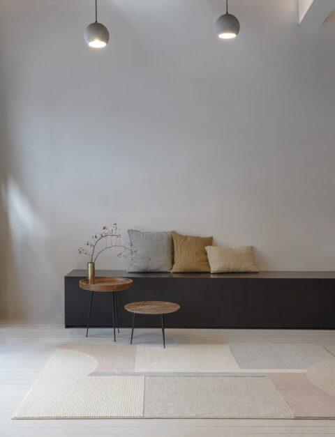 Salón con alfombra Osta Flux 46101. AE990