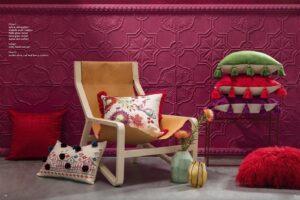 Ambiente con cojín Emilio verde, rojo y rosa de Kas Australia